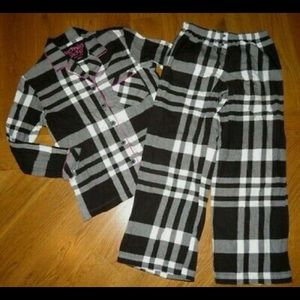 Victoria's Secret - Plaid Long Sleeve Pajama Set